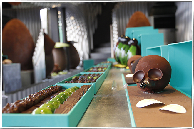Patrick Roger - Vitrine Pâques Chocolat - Petits Béguins