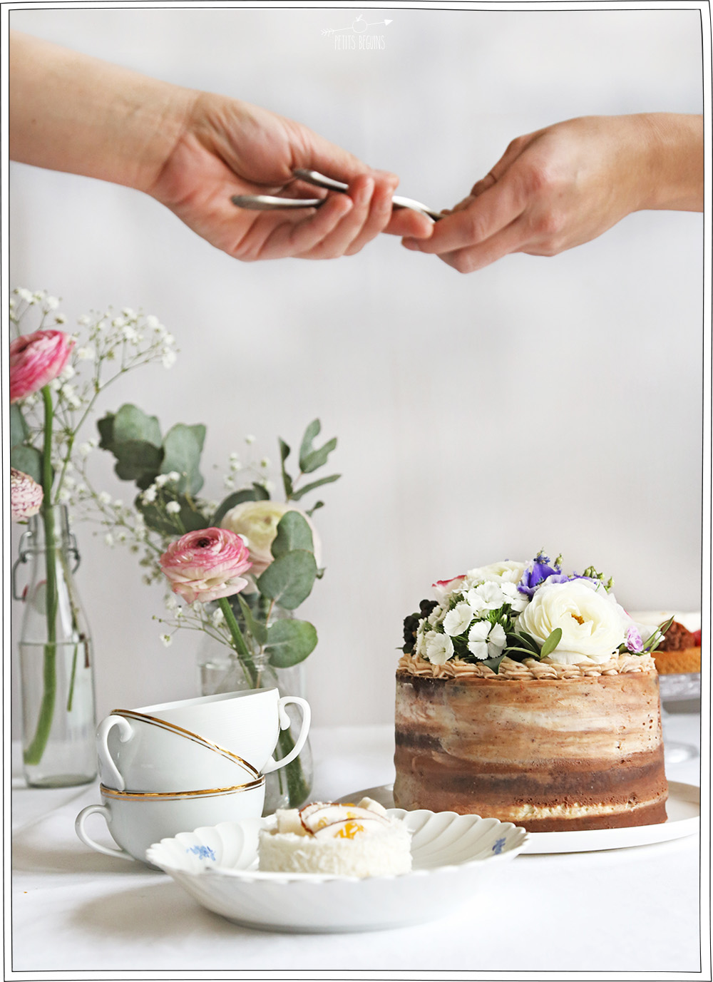 Repas entre amies - Gros gâteau romantique - Petits Béguins